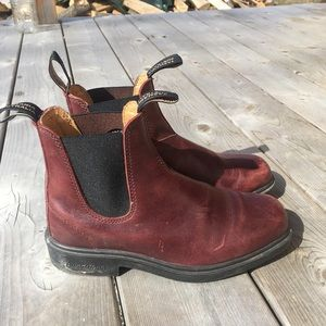 Blundstone red dress series boots size 8